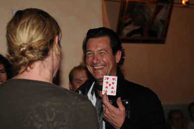 Roland Mayer verzaubert Sie beim Magic Dinner